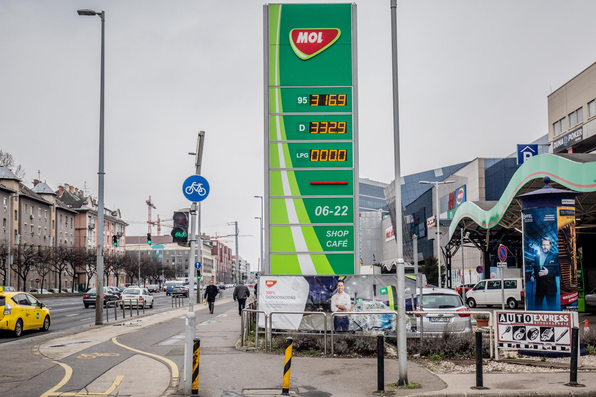 Fokozódik az AdBlue-válság, korlátozásokat vezetnek be egyes hazai benzinkutakon