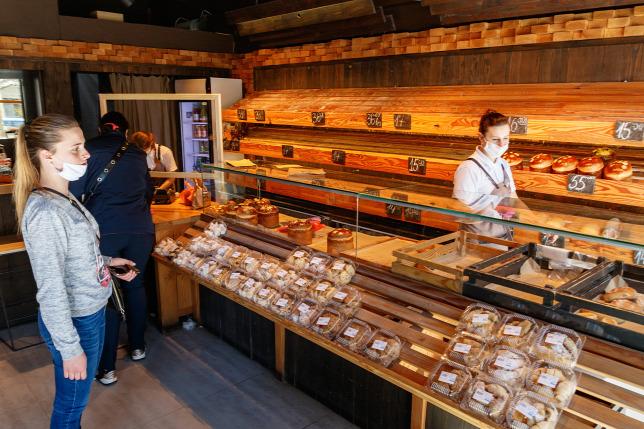 Egy innovatív pékség üzembe állította a világ első kenyérautomatáit