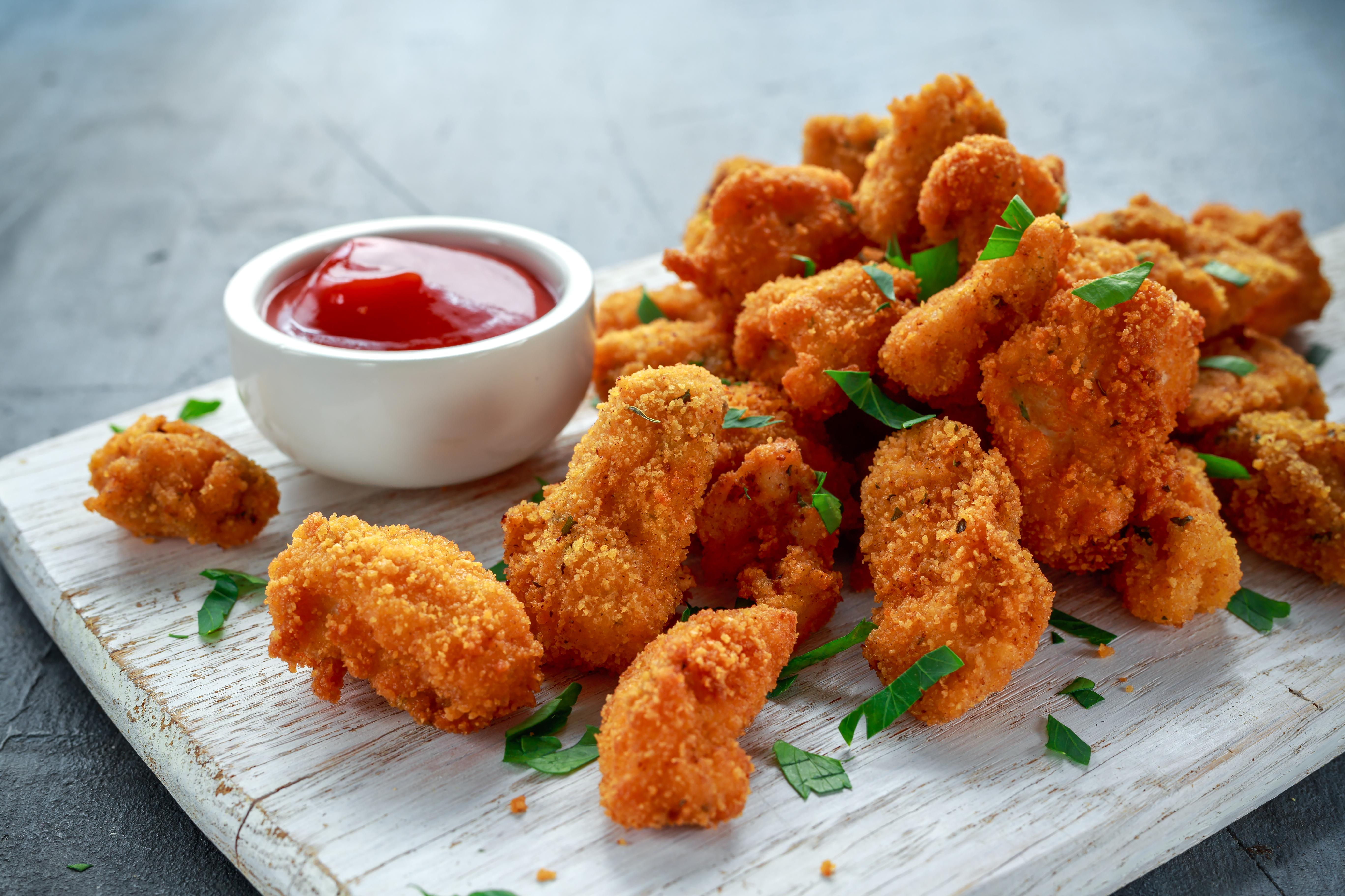 A világon elsőként engedélyezték mesterséges csirkehús árusítását