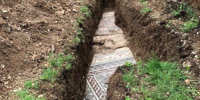 Forrás: https://www.theguardian.com/world/2020/may/27/ancient-roman-mosaic-floor-discovered-verona-italy#img-1