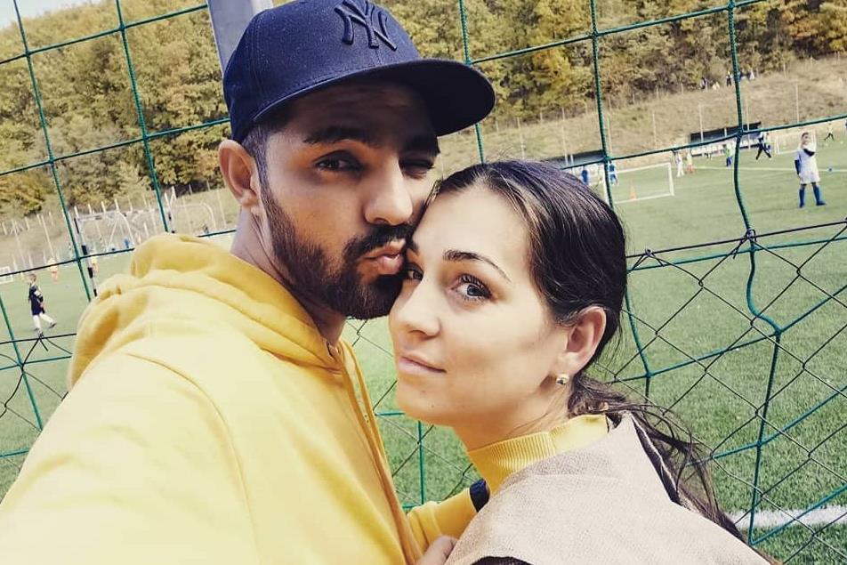 Oláh Gergő közös, családi képpel köszöntötte a feleségét