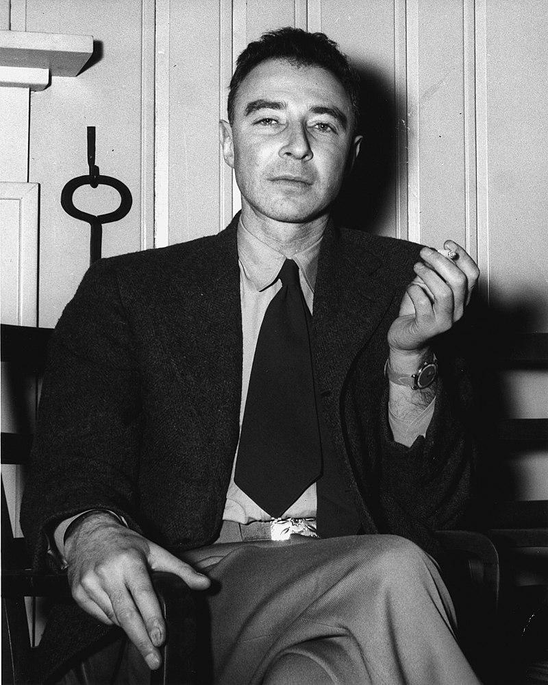 Az atombomba atyjáról, Oppenheimerről forgat életrajzi filmet Christopher Nolan