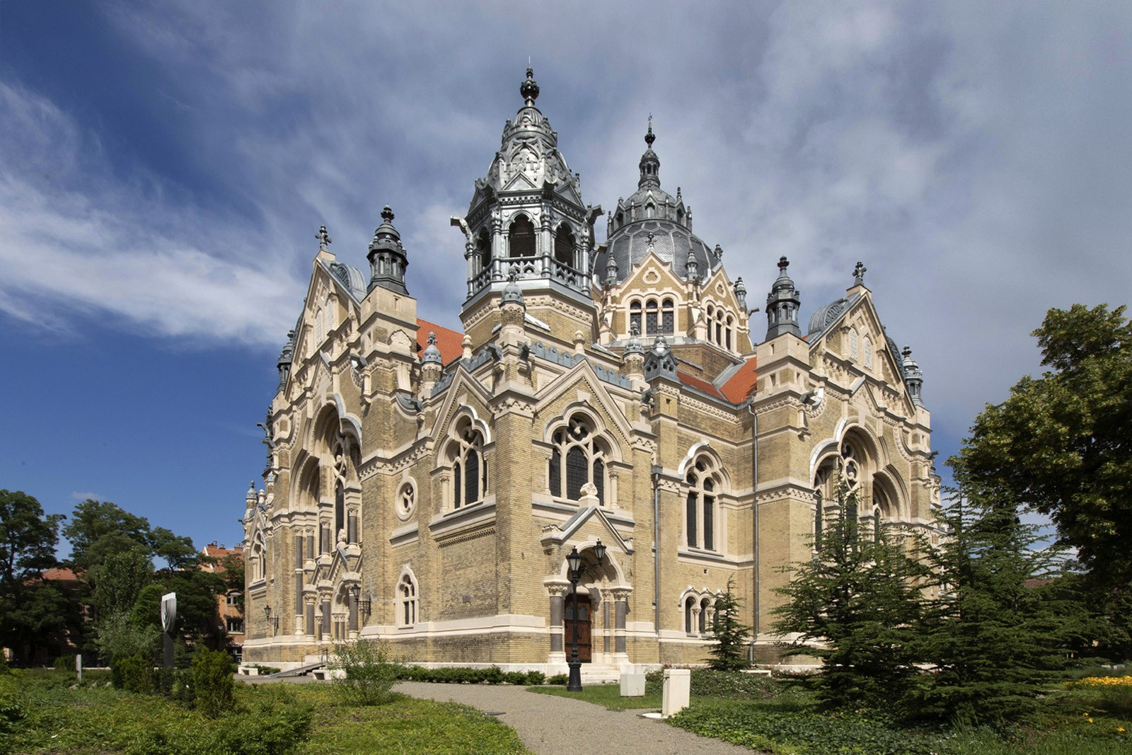 Üvegmadarak és kőszüzek – A szegedi zsinagóga 120 éves terveit is láthatják majd ezen a tárlaton