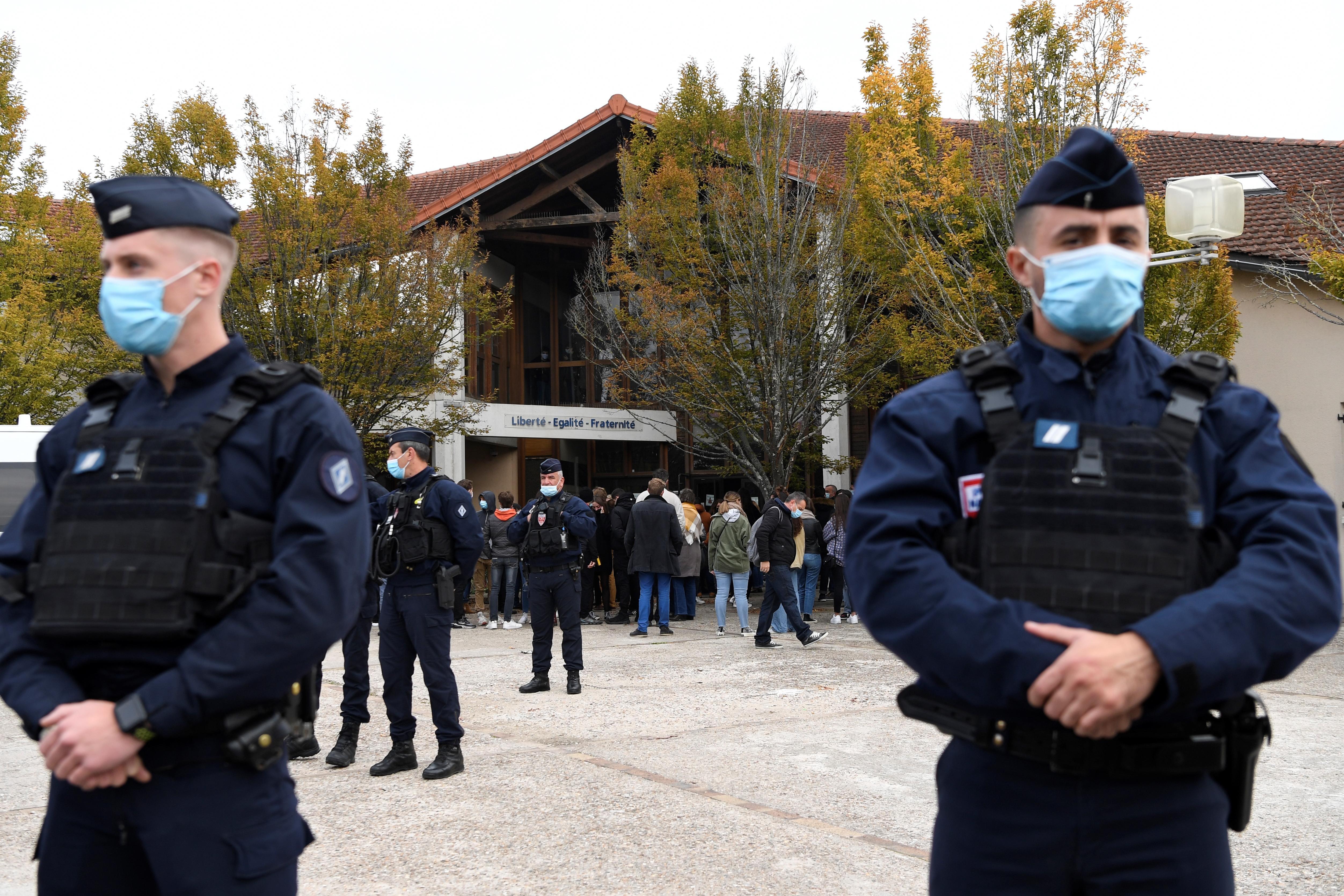 A muszlim terrorista által lefejezett tanáron gúnyolódtak a francia baloldali zavargások szervezői