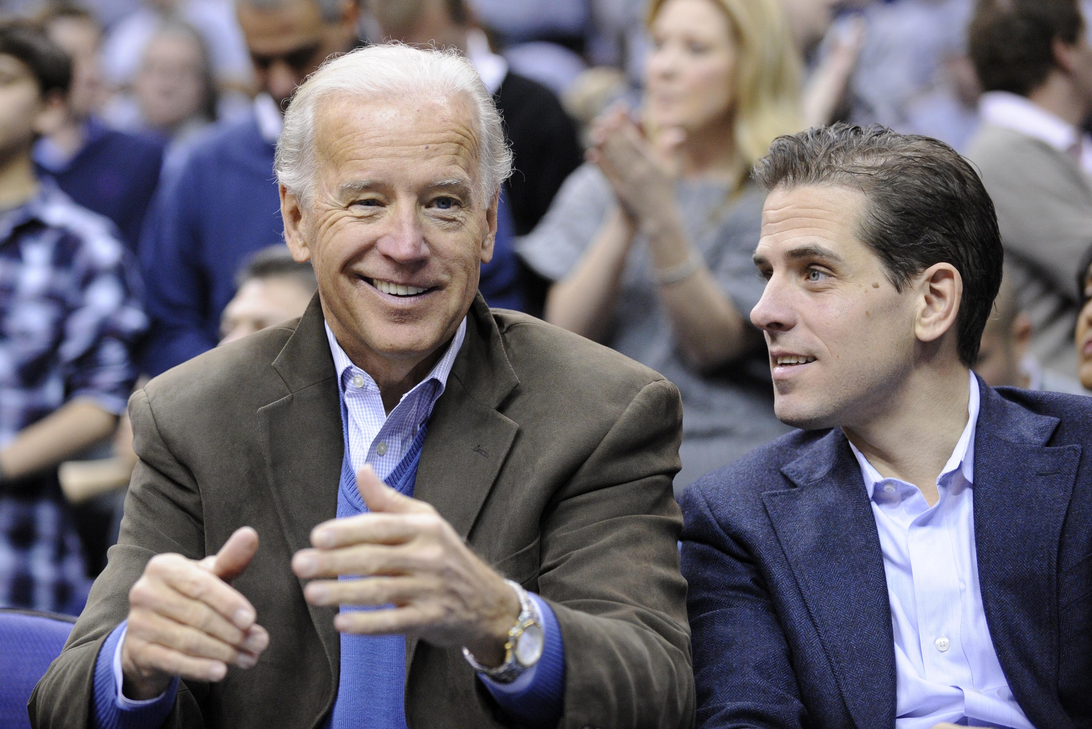Minden, amit Joe Biden és fia korrupciós ügyeiről tudhatunk