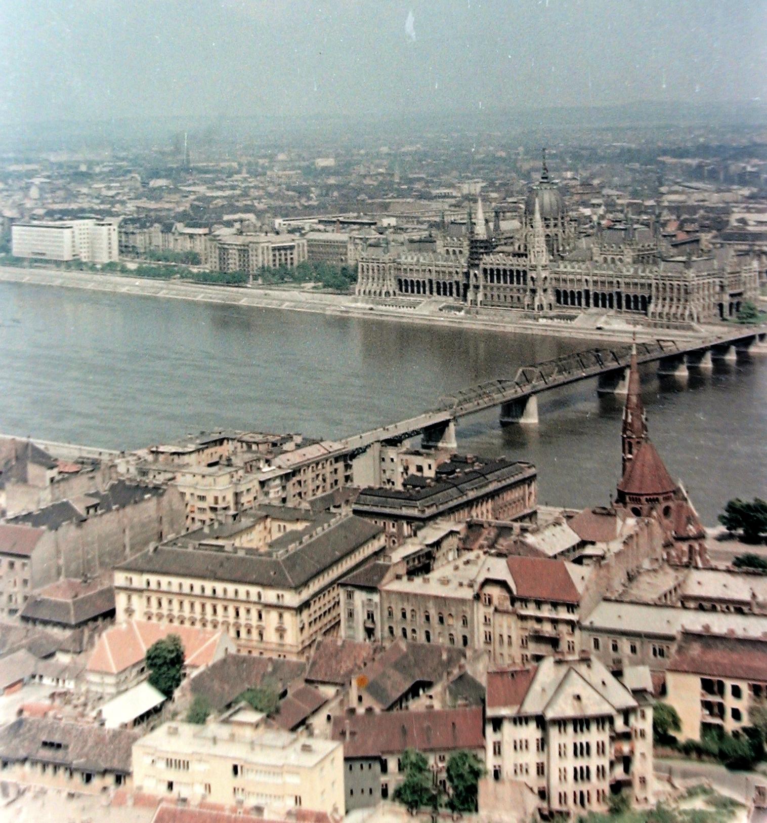 A budapesti híd, amit eleve úgy építettek meg, hogy lebontják