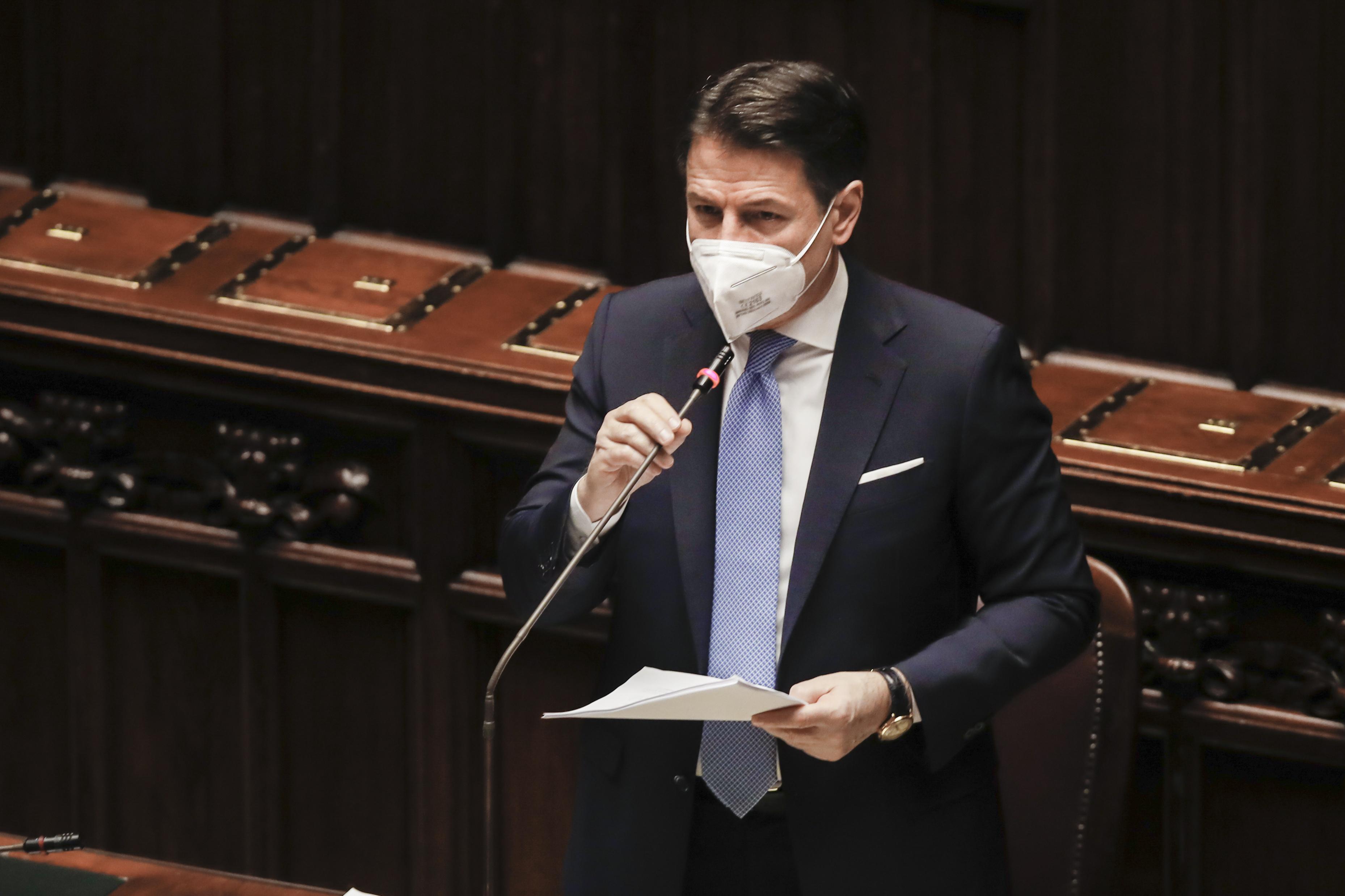 Giuseppe Conte olasz baloldali kormányfő benyújtotta lemondását