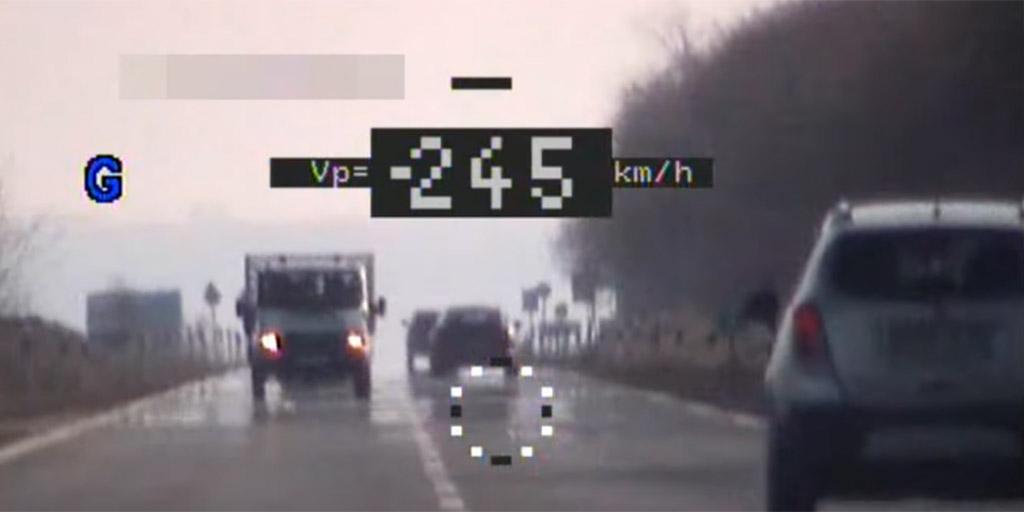 245-tel mértek be egy érdi porschést a 710-es úton, az indoklástól leesett a rendőrök álla - videó