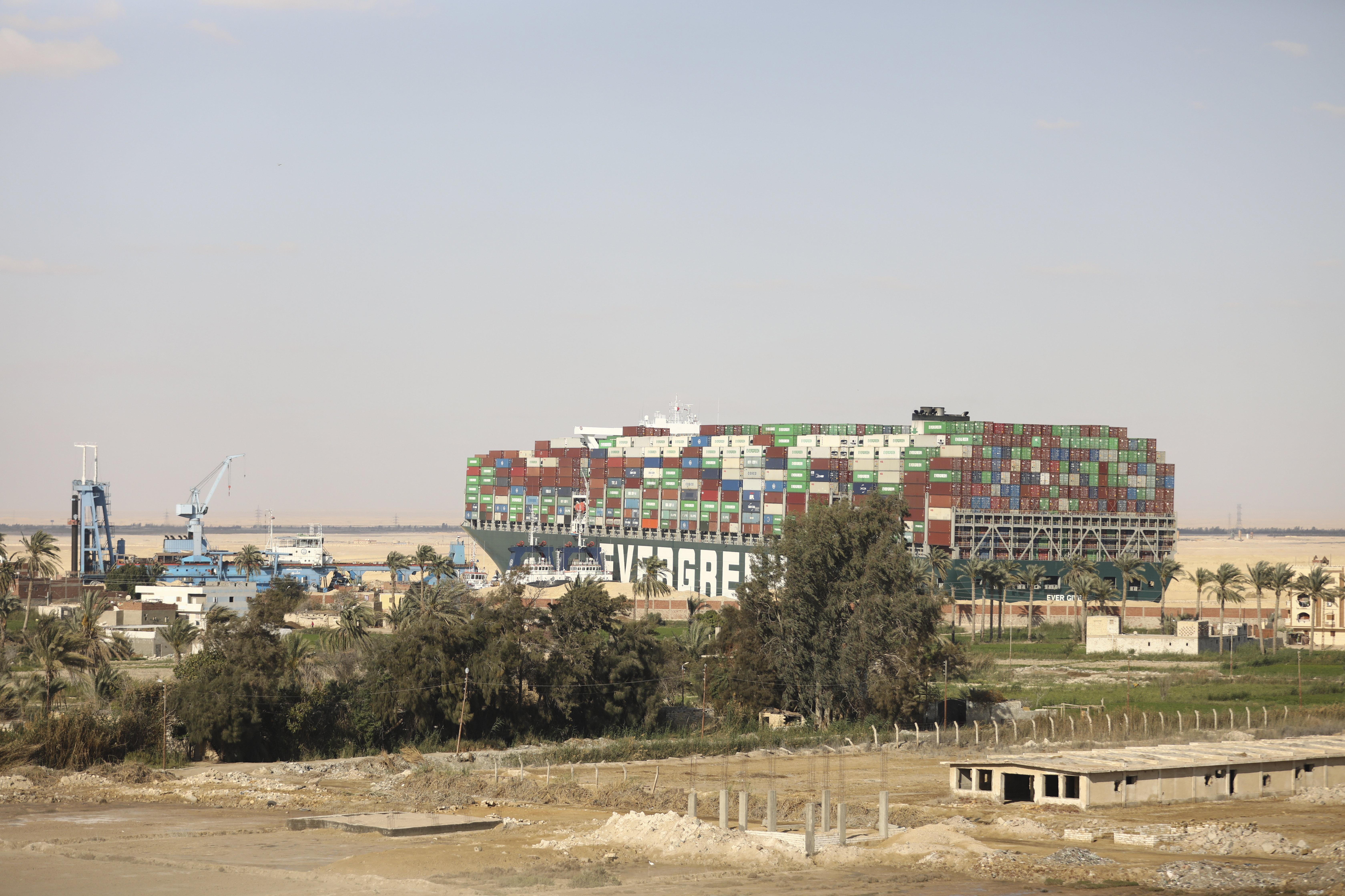 Hatalmas károkat okozhatott a Szuezi-csatorna blokkolása