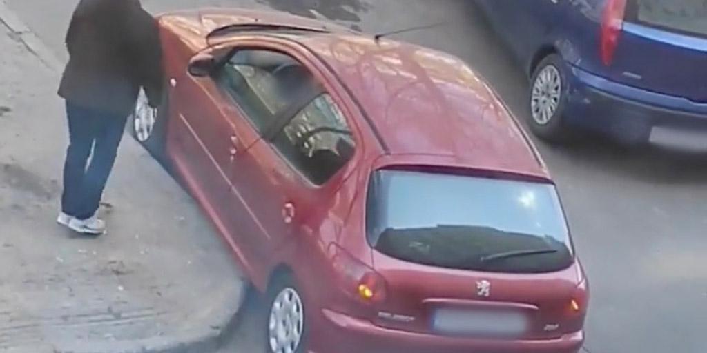 Megpróbált leparkolni egy autós Budapesten, amit ezután művelt, arra nincsenek szavak - videó