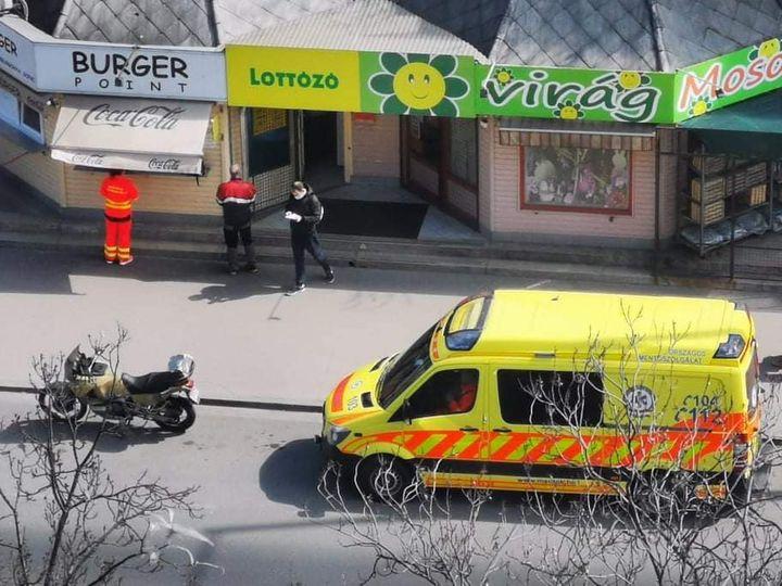 Megálltak ebédet venni a mentősök, feljelentették őket