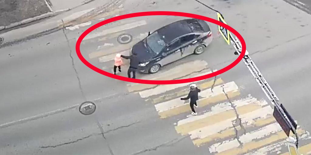 Elgázolták a gyerekes családot a zebrán, az apa bosszúja elképesztő volt - videó