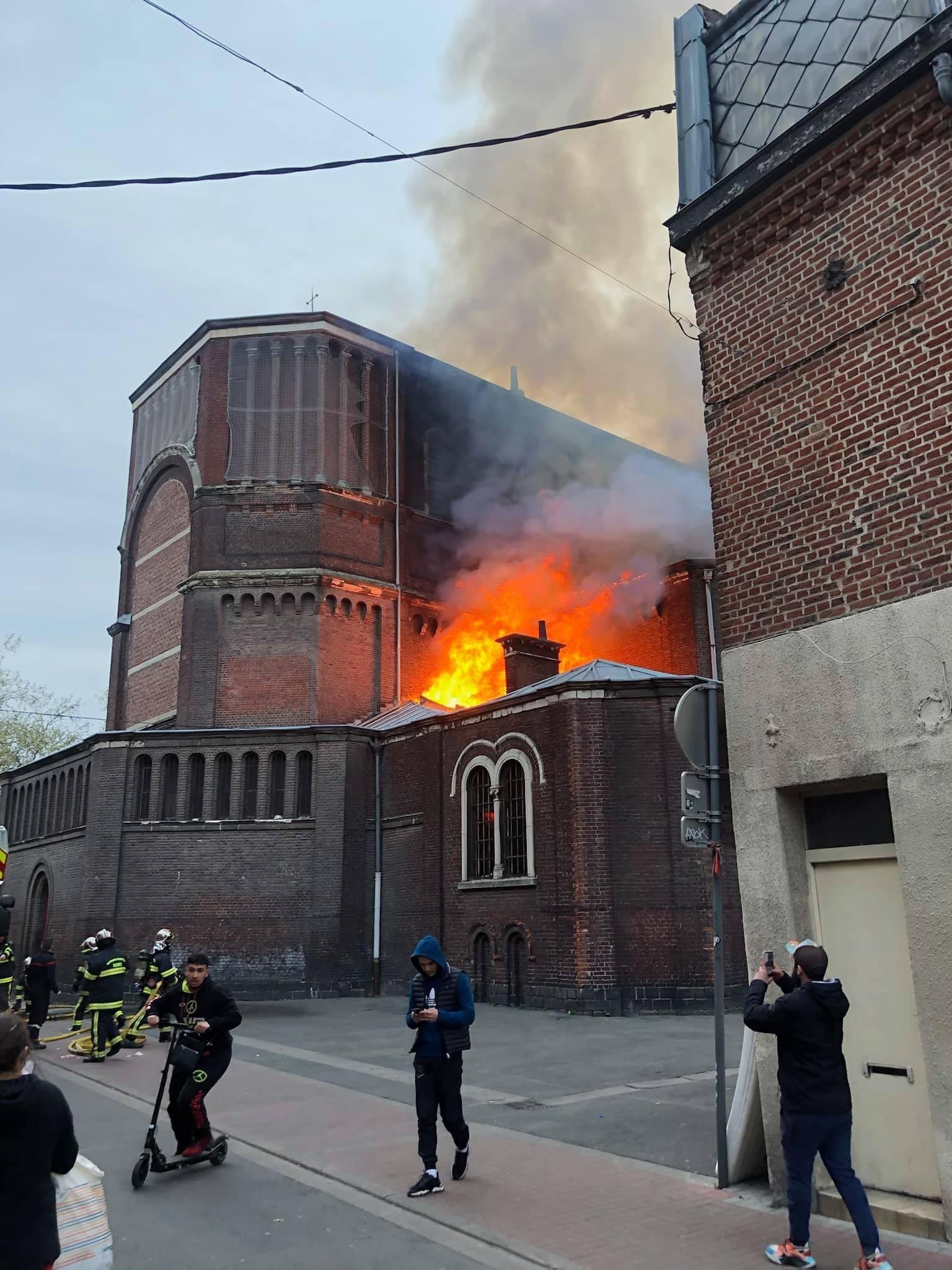 Tűz pusztított egy franciaországi katolikus templomban