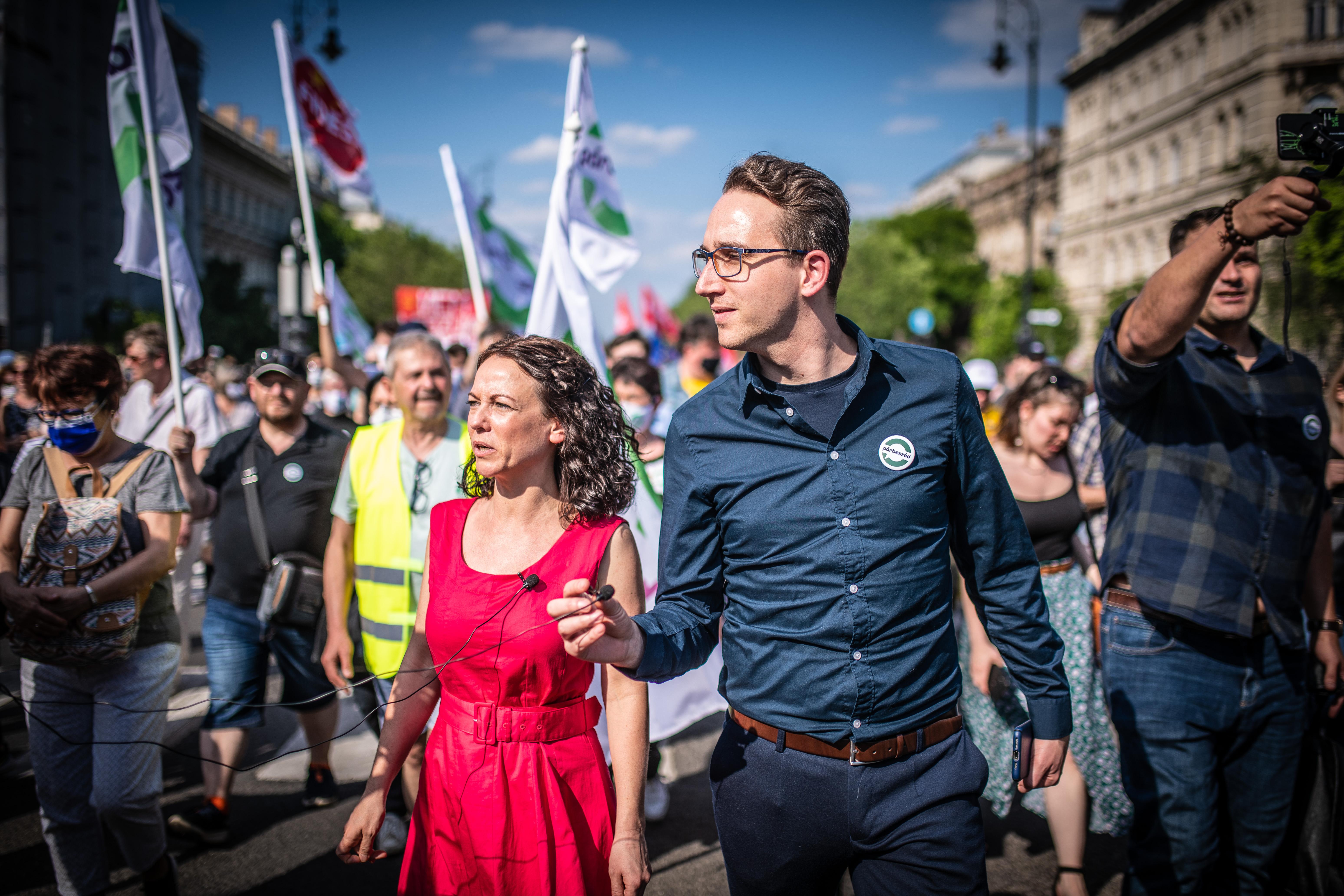 Nézegessen képeket a pesti tüntetésről