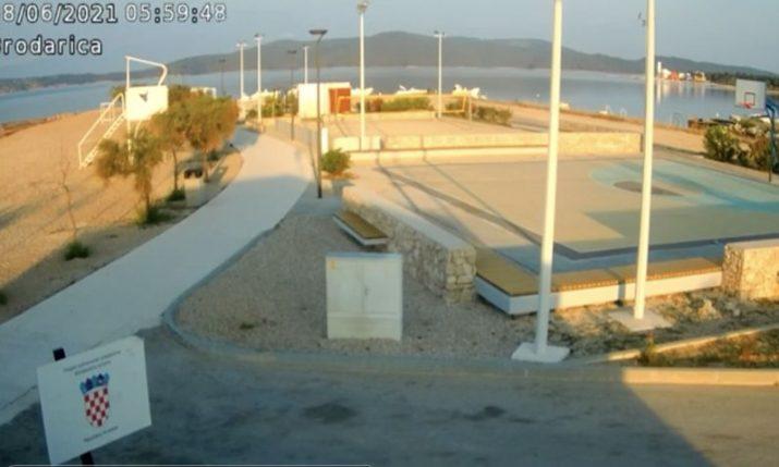 Erős földrengés volt a horvát tengerparton, újabbak jöhetnek - videó