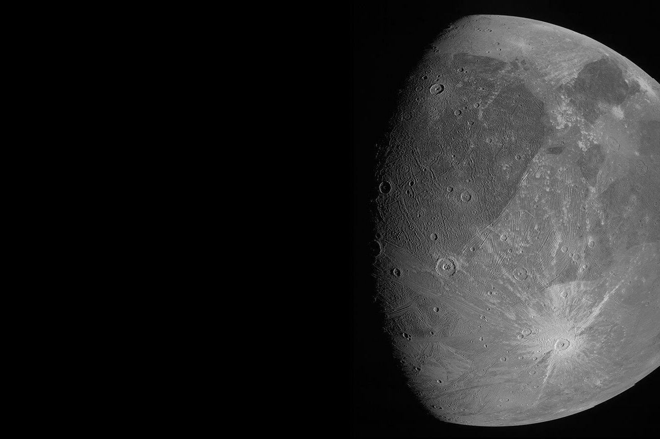 Kísérteties felvételeket közöltek a sötétből előbukkanó óriásholdról