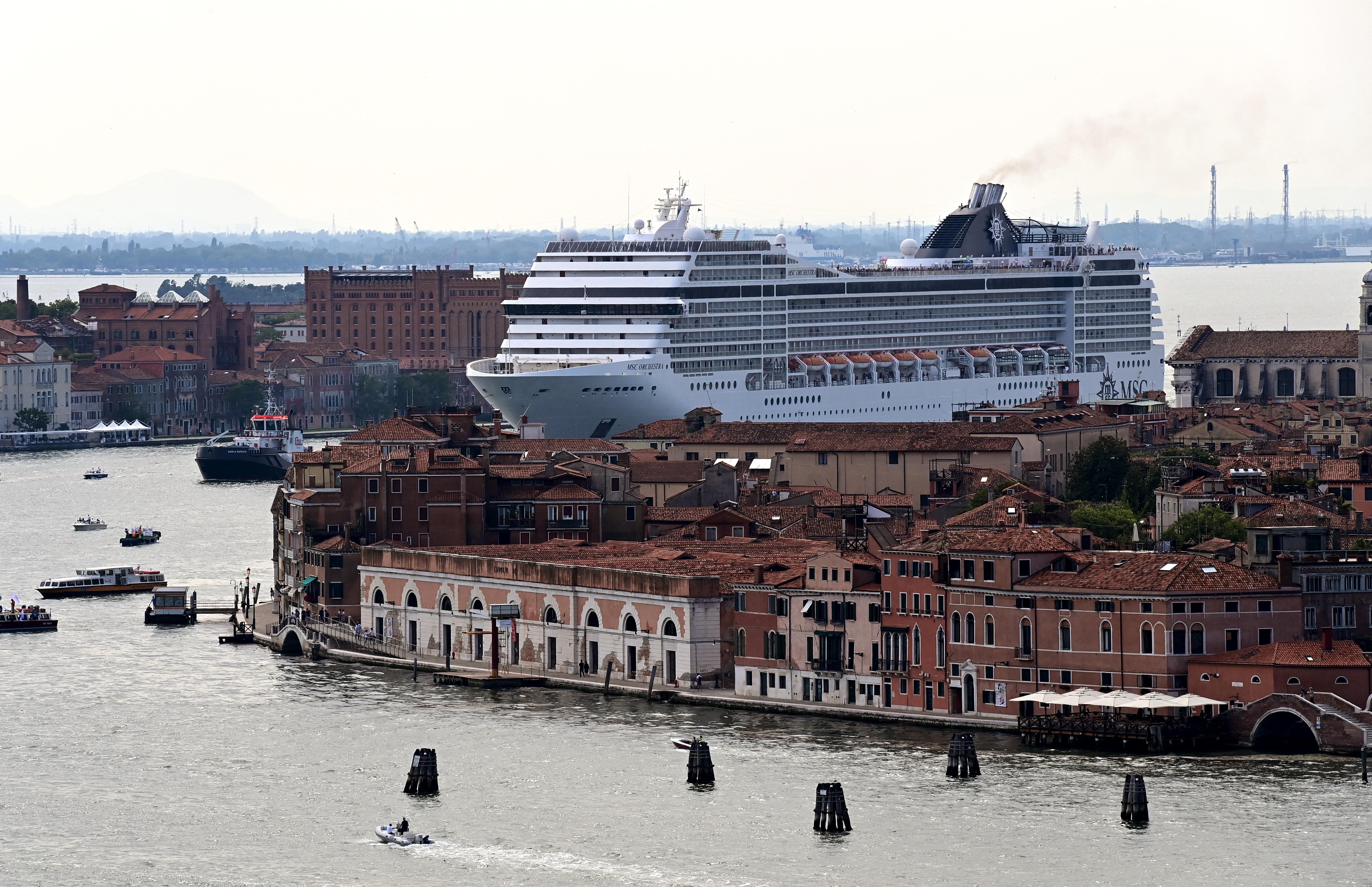 Megérkezett az első tengerjáró hajó Velencébe
