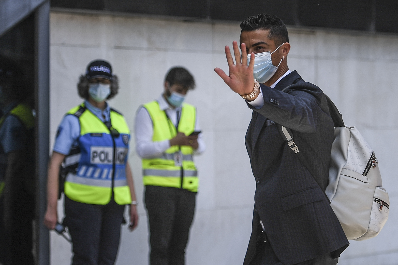 Sikoltozó magyarok várták Cristiano Ronaldóékat Budapesten