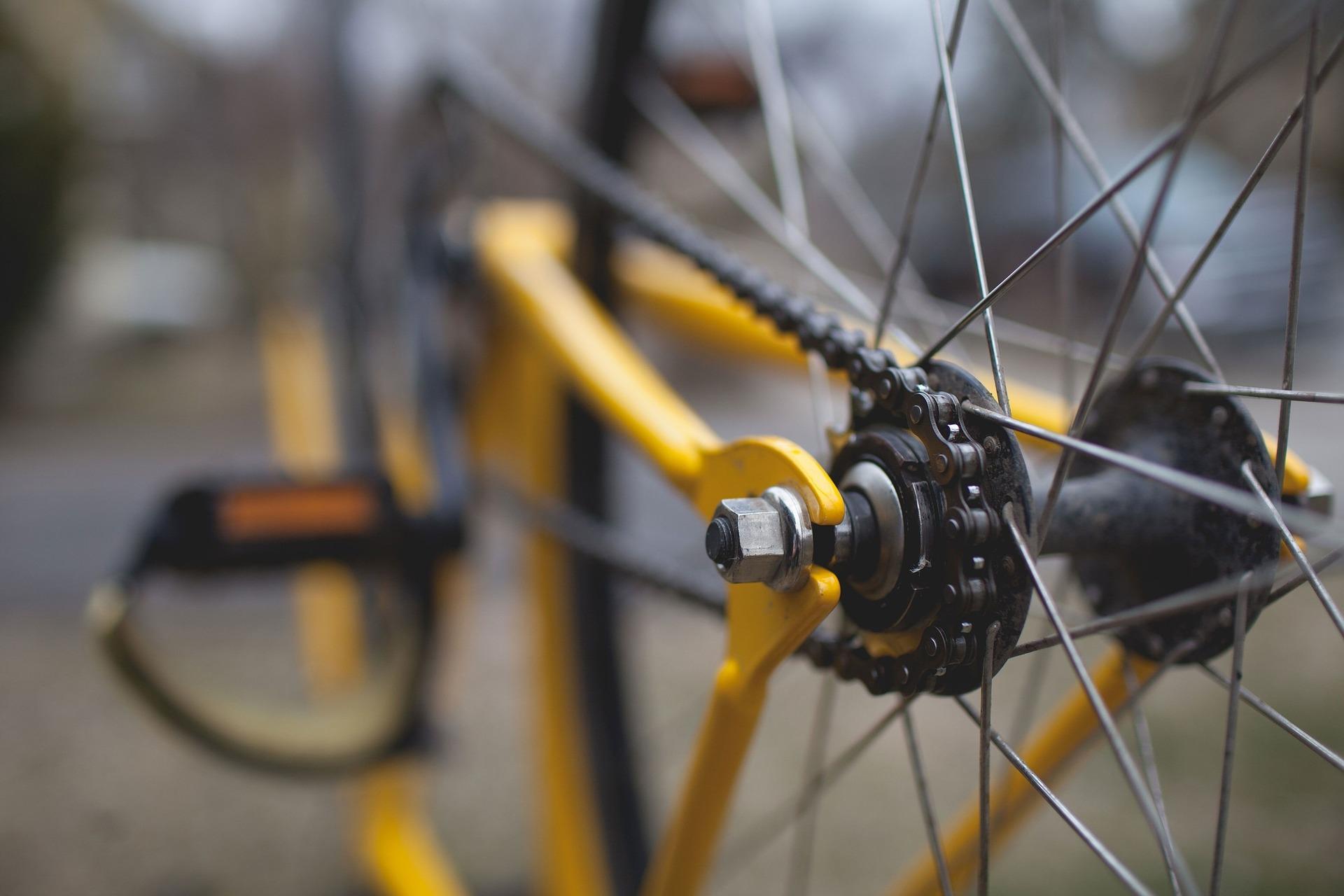 Több mint 300 új kerékpártárolót épít a MÁV a ceglédi vonalon