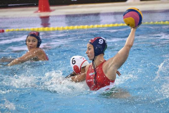 Fölényes győzelemmel SEAT-kupagyőztes a magyar női vízilabda-válogatott | Mandiner