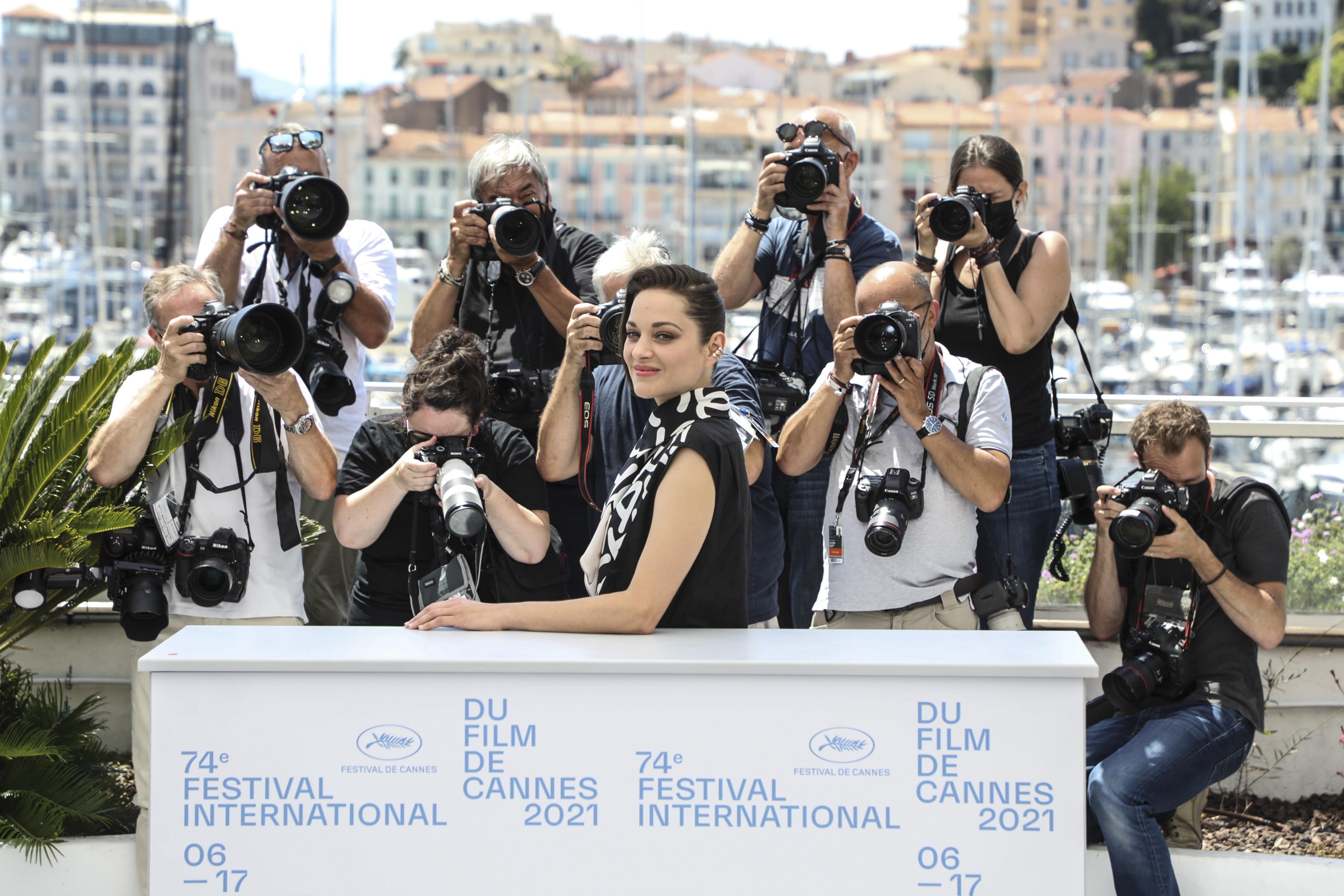 Marion Cotillard és Adam Driver zenés filmje a legnépszerűbb Cannes-ban