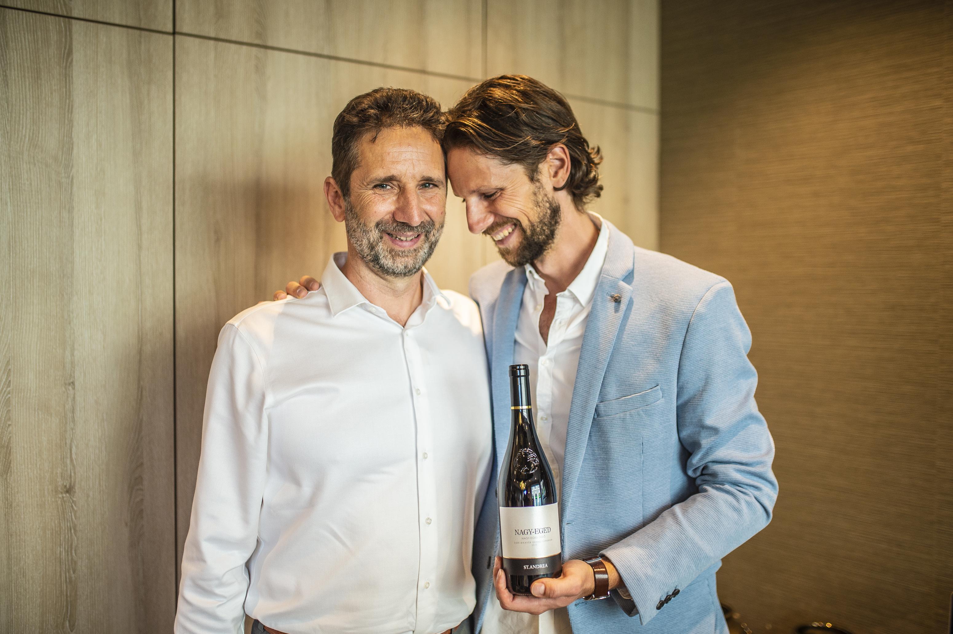 Apa és fia közös munkája, egy magyar bikavér került a világ legjobb 50 bora közé, megkósoltuk