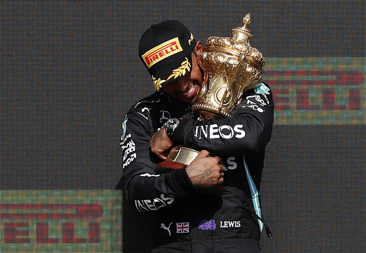 Elbukott a Red Bull, Hamilton nem kapott nagyobb büntetést Verstappen kilökéséért