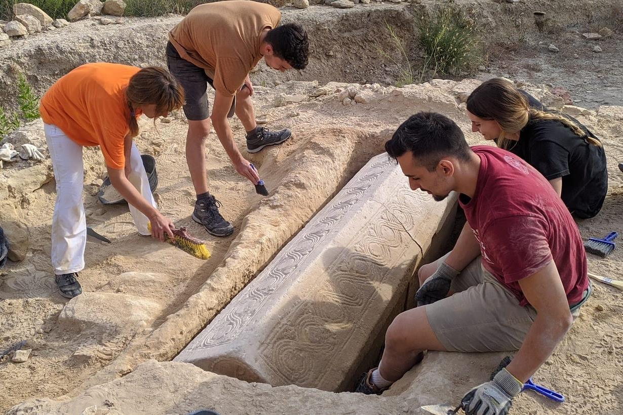 Vízigót kori szarkofág bújt meg a római nekropoliszban