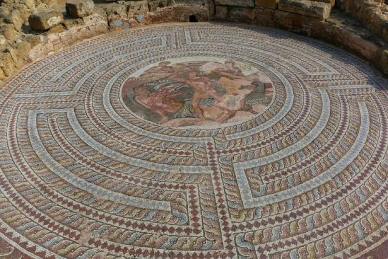 Látványos mozaikpadlót tártak fel régészek a ciprusi Páfoszban