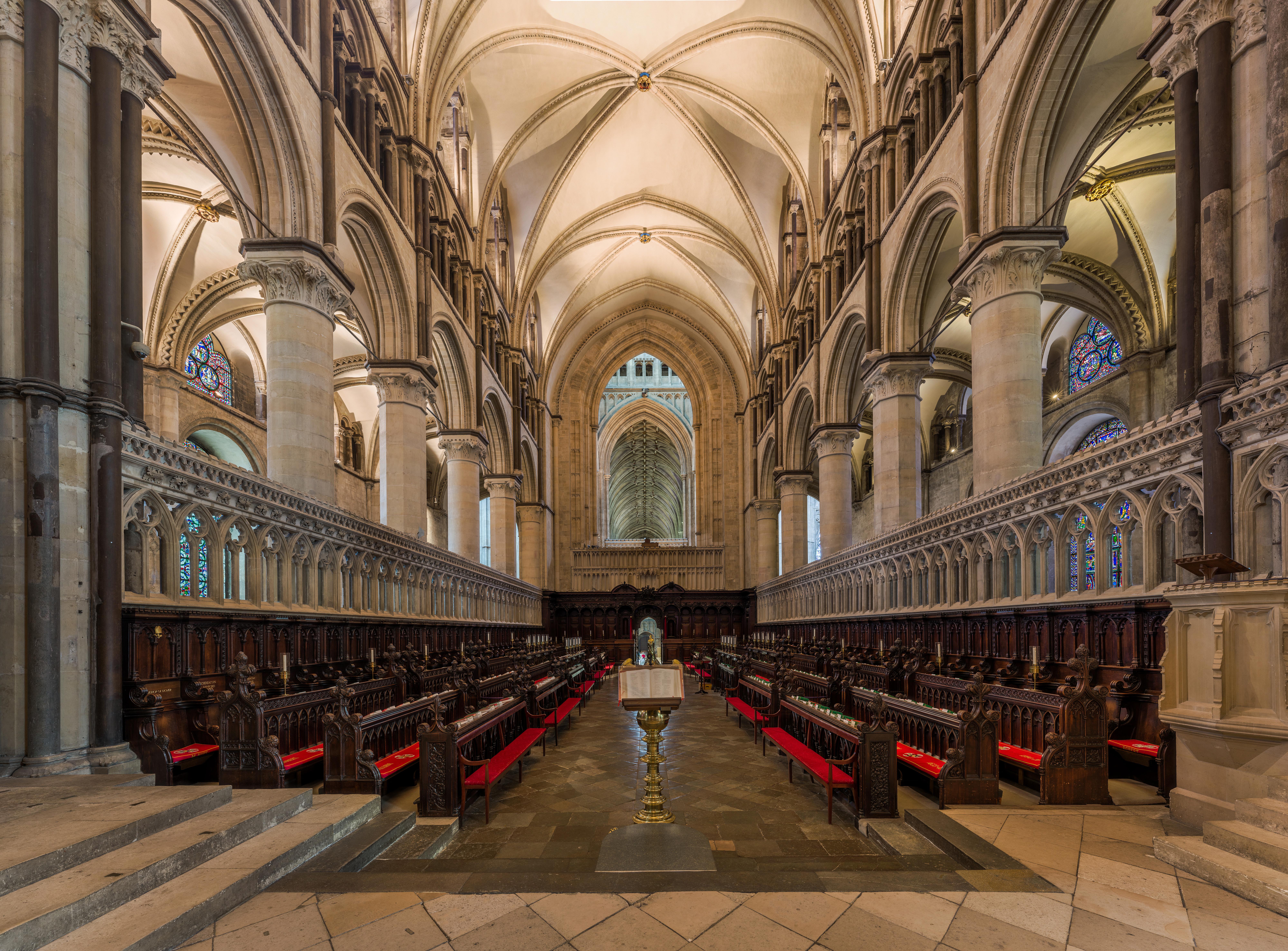 A világ legrégebbi festett üvegablakai díszíthetik a canterburyi katedrálist