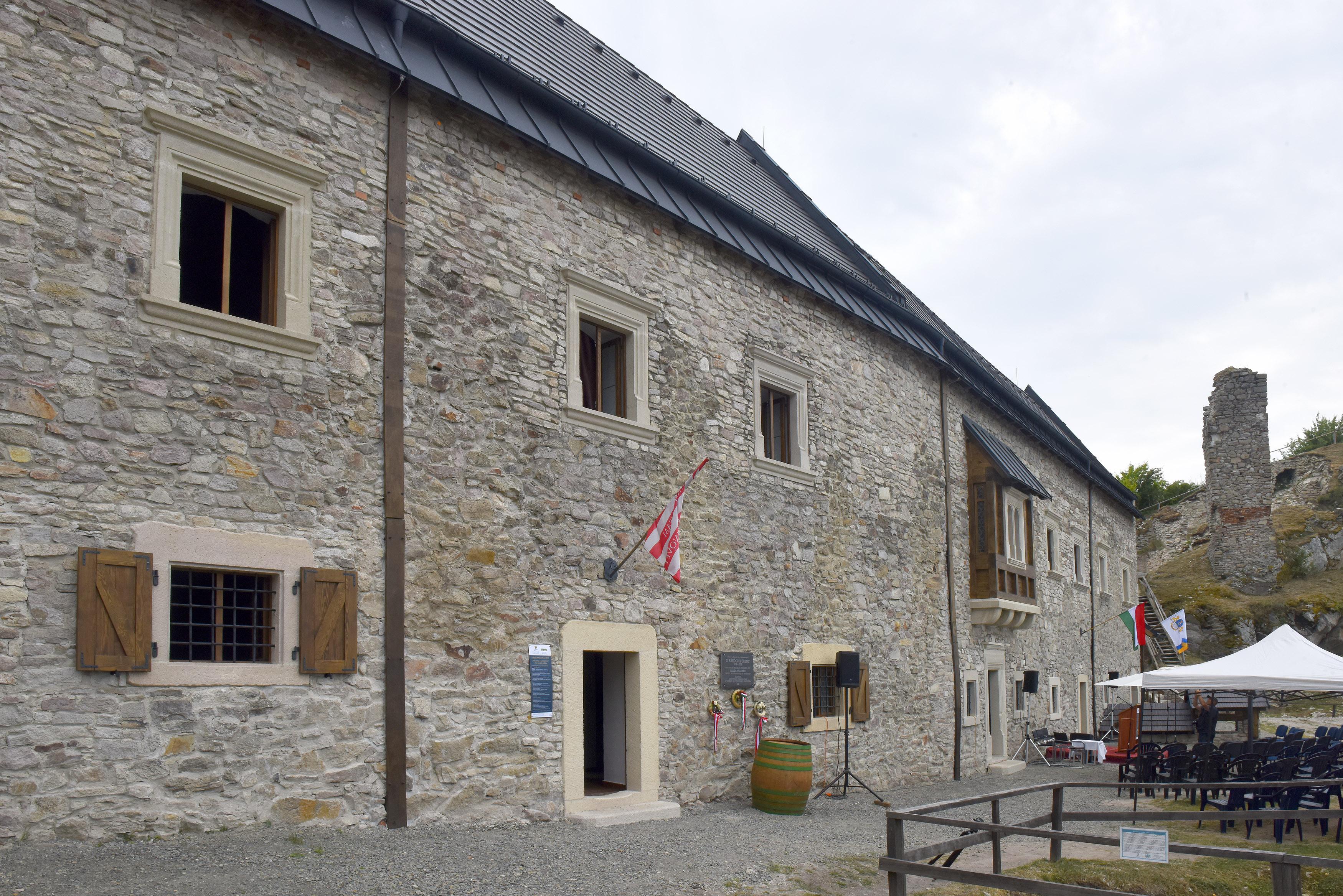 Átadták a regéci vár helyreállított reneszánsz palotaszárnyát