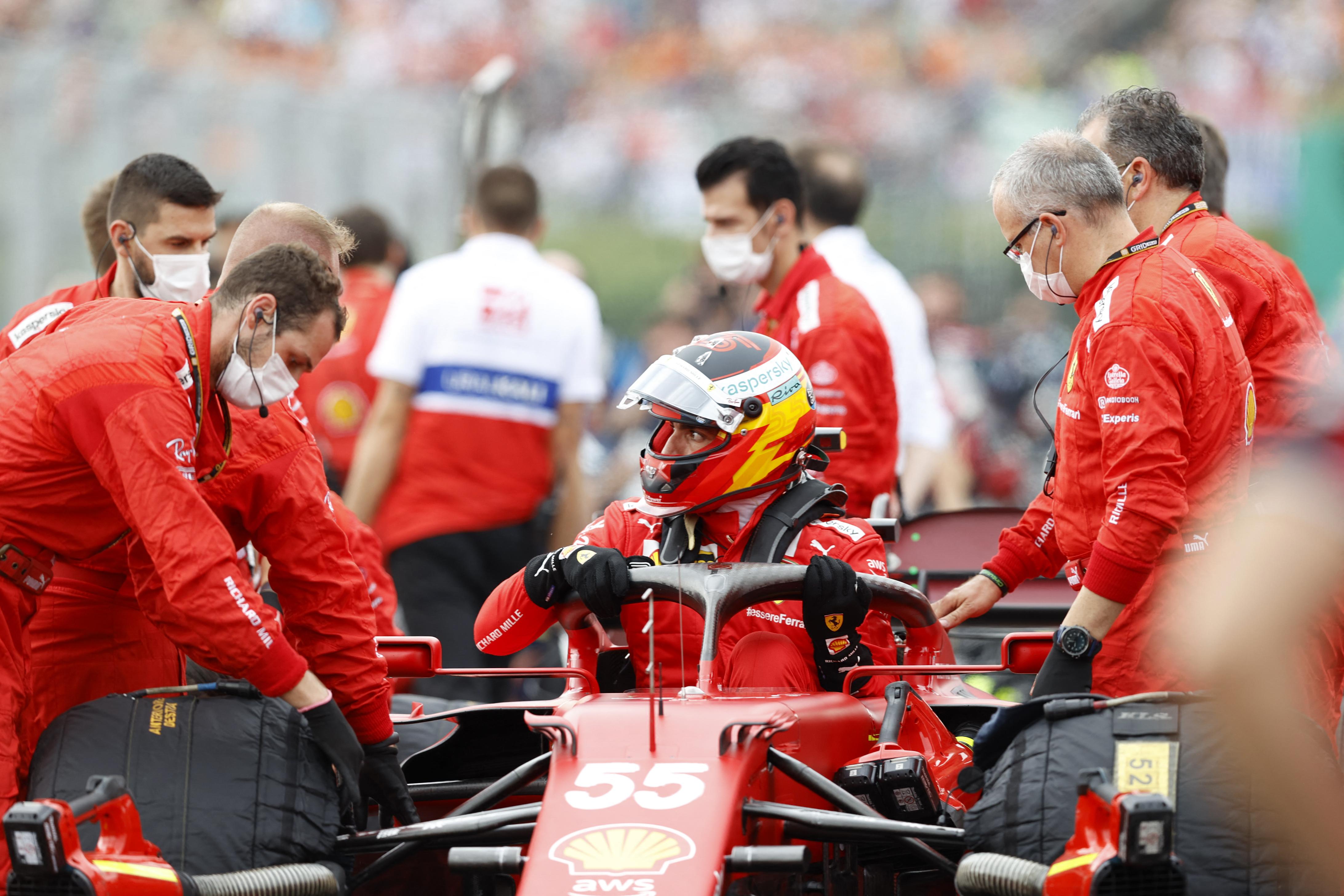 A győzelemért is harcolhatott volna a Ferrari, de lehet a negyedik helyet sem tarthatja meg