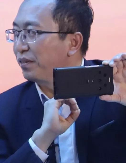 Legalább öt kamerával jön a Honor új telefonja