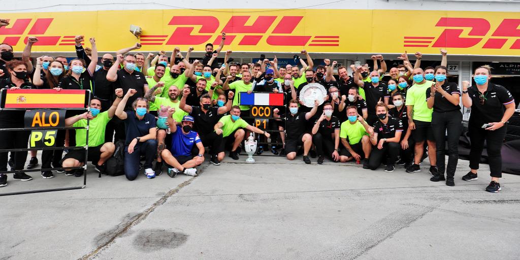 Így ünnepelte Ocon az első F1-es győzelmét a Magyar Nagydíjon