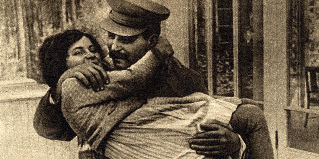 Sztálin imádott lánya, aki egész életében kétségbeesetten próbált kitörni édesapja árnyékából