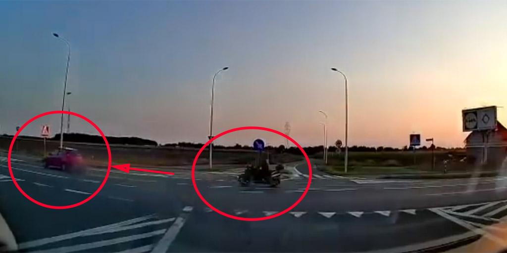 A kereszteződés előtt előzött a gyorshajtó motoros, a következő pillanatban halott volt - videó