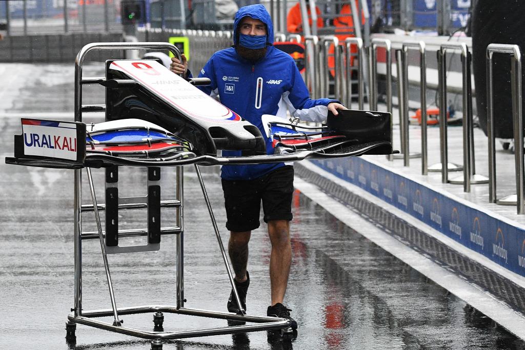 Alonso újabb esőkáosztól tart, Leclerc táncot is járna az égi áldásért
