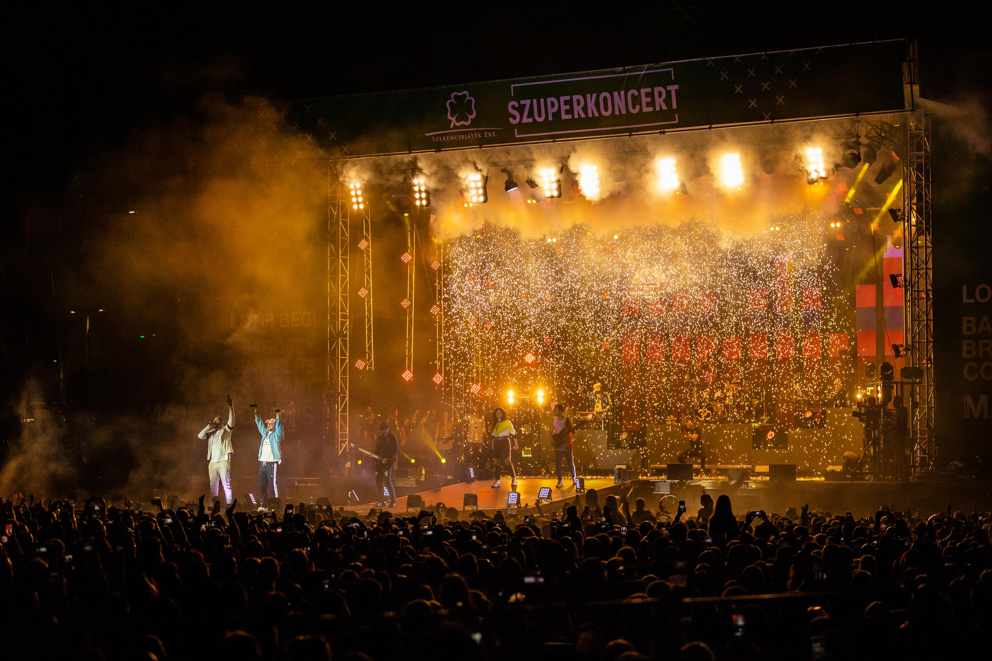 Megtelt a Puskás Aréna Szoborparkja - közel 35 ezren ünnepeltek