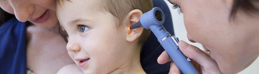 Nehéz felismerni, pedig bizonyos estekben akár maradandó halláskárosodást is okozhat gyerekeknél