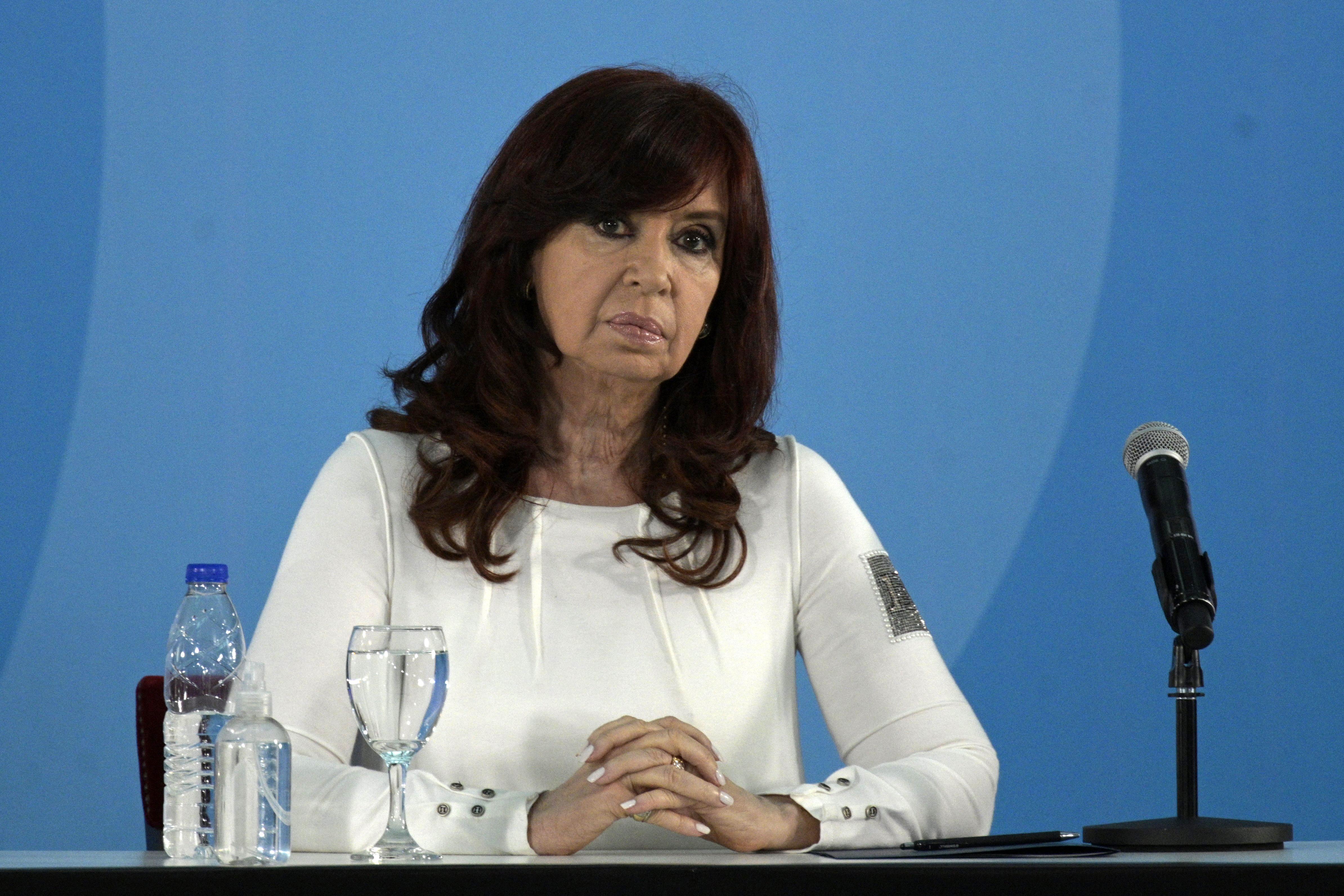 Ejtették a vádat a volt argentin elnök ügyében, akit egy terrortámadással hoztak kapcsolatba