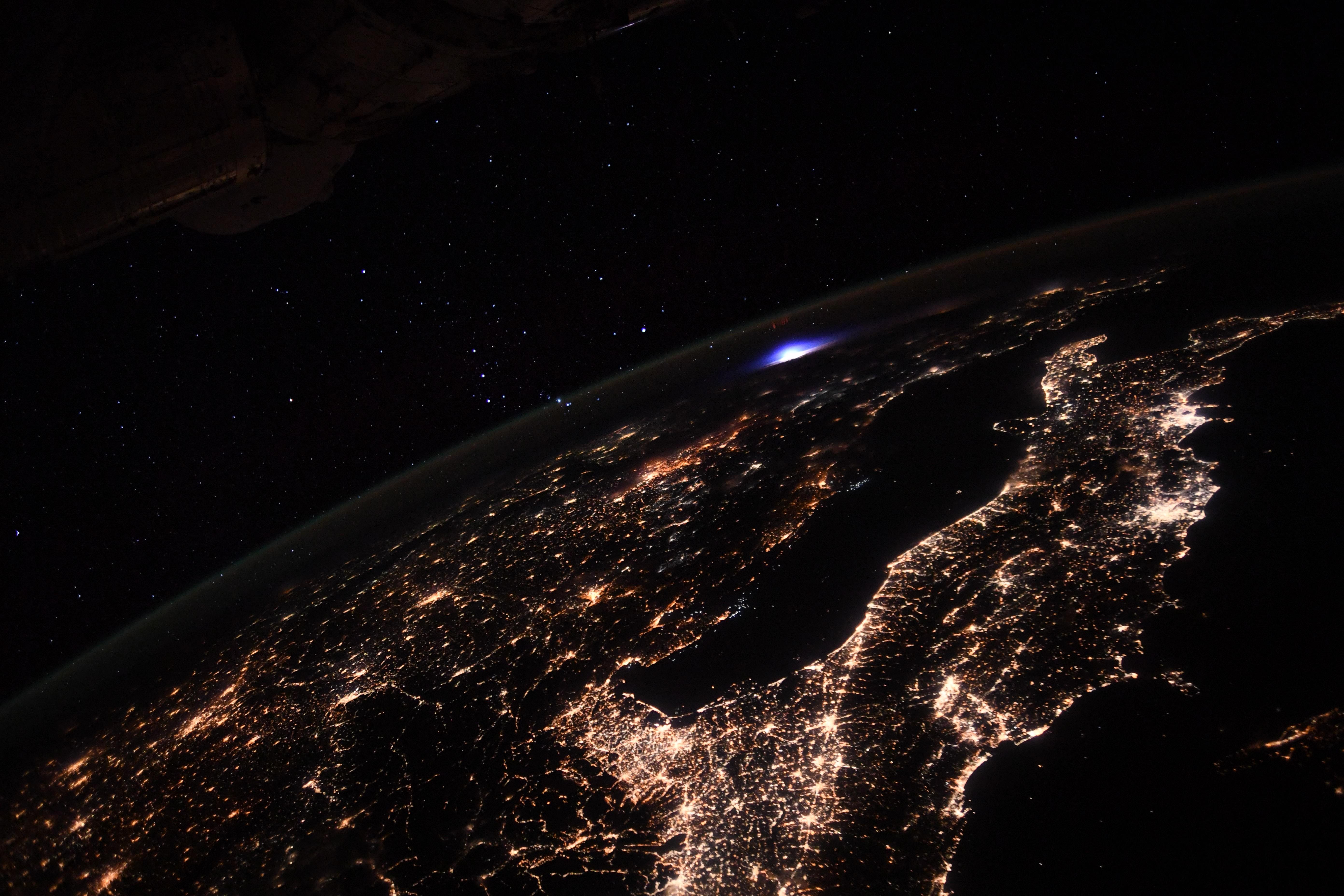 Óriási rejtélyes villanást fotóztak Európa felett