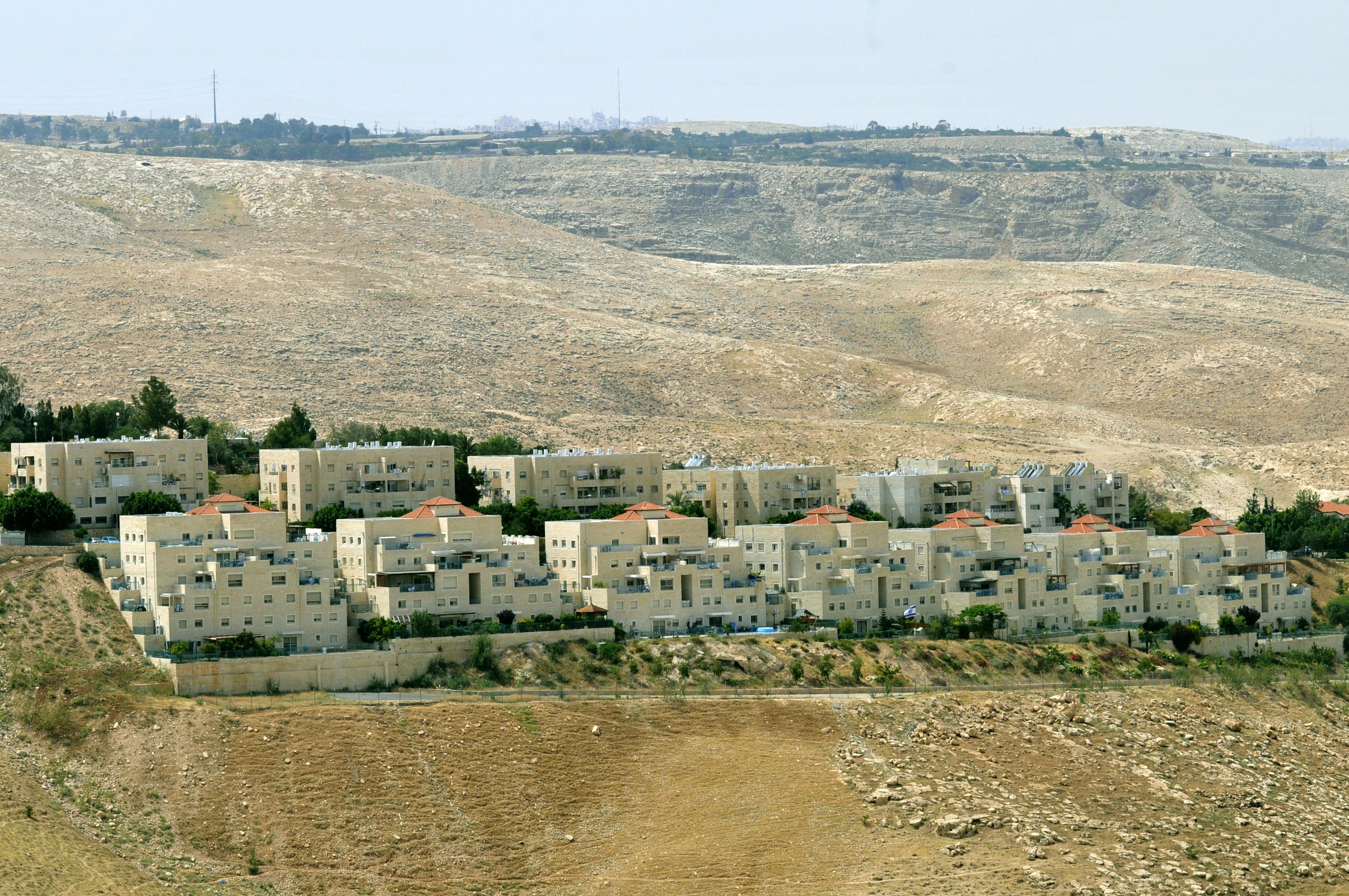 Agyonlőttek egy Molotov-koktélt dobáló palesztint Ciszjordániában
