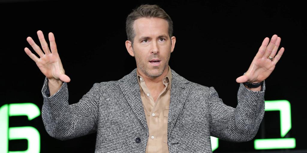 Nem nyílt ki Ryan Reynolds ejtőernyője egy ugrásnál – 10 érdekesség a 45 éves sztárról