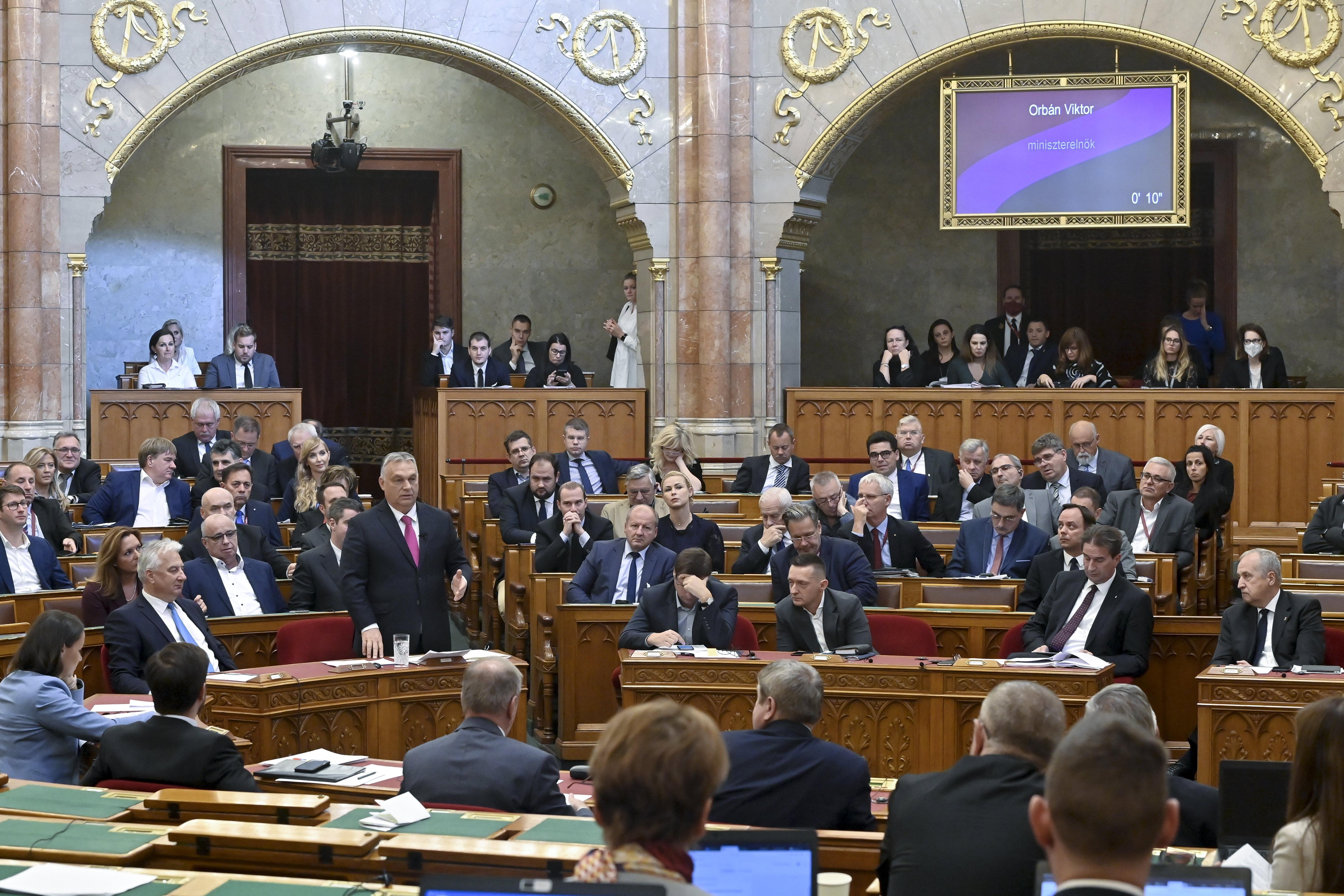 Orbán Viktor: A kommunisták megszüntetnék a CSOK-ot