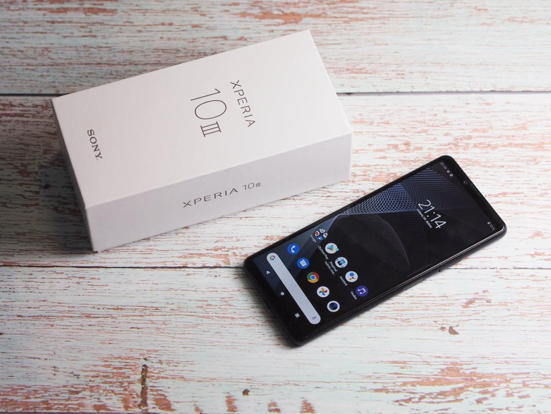 A Sony is elkezdte kivenni a töltőt a mobilok dobozaiból