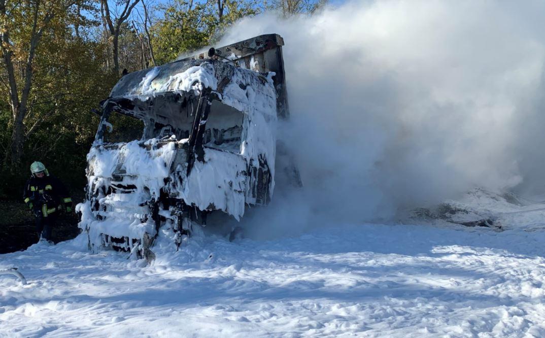 Így égett ki egy kamion hétfőn az M1-es autópályán - képek