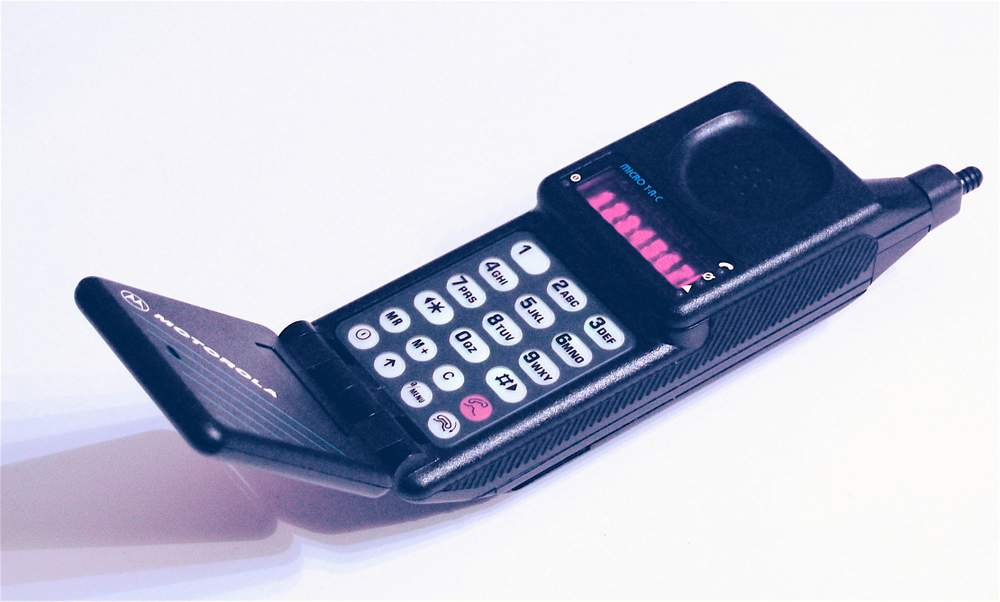Motorola MicroTAC, 1989 - akkoriban a legkisebb és legkönnyebb mobiltelefonKép: Wikimedia
